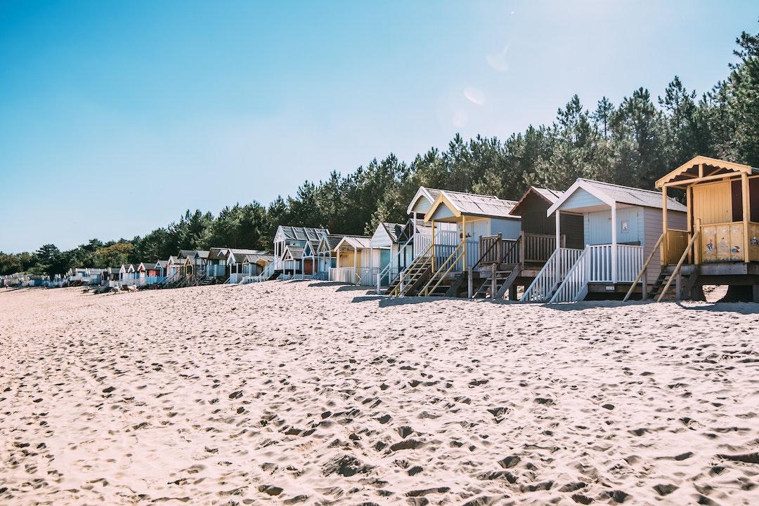 sommerhuse langs stranden